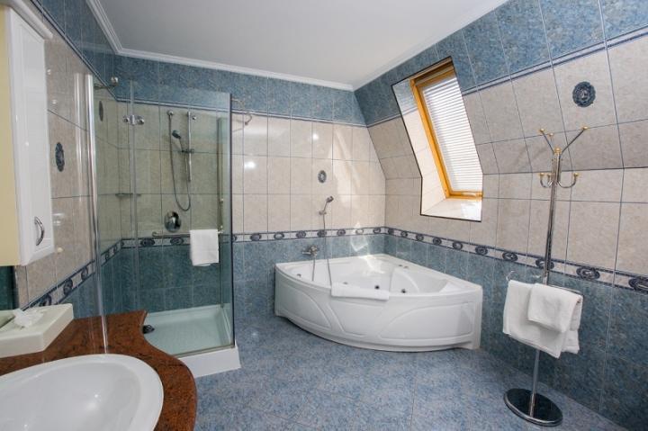 Lakosztályok - Luxus delux lakosztály fürdőszoba