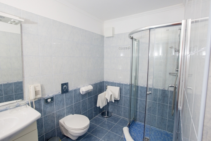 Szobáink - Kétágyas fürdőszoba a 3.emeleten